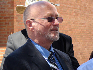Science and technology minister Derek Hanekom has welcomed a vote in favour of the department buying Sunspace for R55 million.
