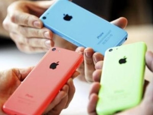 People check out several versions of the new iPhone 5C.