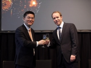 Patrick Zhang (Left), President of Marketing and Solutions, Huawei Enterprise Business Group, celebrates alliance with Alex Atzberger (Right), chief of staff, SAP at Huawei Innovative Enterprise ICT Forum in CeBIT 2014.