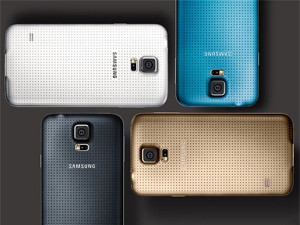 Samsung's new-generation Galaxy phone has arrived in SA and is available as of today at a recommended retail price of R10 299.