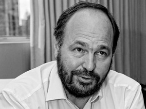 Paul Maritz says traditionally, big waves of change in technology are occasioned by something becoming dramatically cheaper.