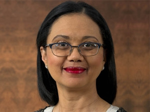 SA remains on track to meet its national commitment to transition to a low carbon economy, says energy minister Tina Joemat-Pettersson.