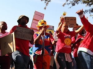 The CWU says 90% of its 4 000 members at Telkom are downing tools, but Telkom says the number is under 1 000.