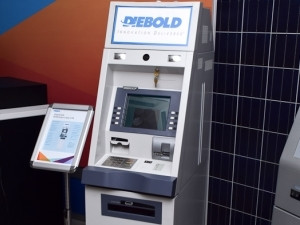 The Diebold 429 ATM switches between three power sources: solar power, alternating current grid, and an internal battery.