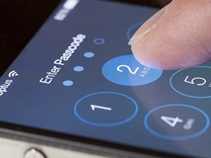 The discovery of an iPhone hacking technique presents thorny questions about how that knowledge will be shared.