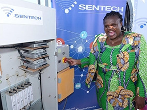 Communications minister Faith Muthambi prepares to switch off analogue signal in the Northern Cape's Square Kilometre Array area. (Photograph by GCIS)