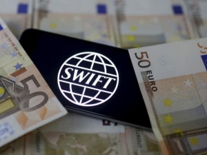 The attacks and new hacking tactics underscore the continuing vulnerability of the Swift messaging network.