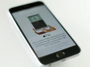 The ruling will stop banks from introducing their own apps on iPhones.