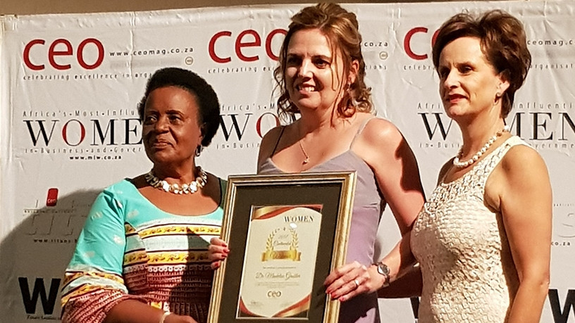 Dr Madelise Grobler [centre] receives her award from Mabel Kiggundu, founder and managing consultant of Empowad, and Annelize Wepener, CEO of CEO Global.