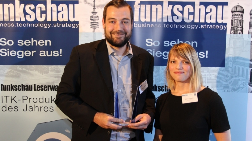 "The Rittal CMC III once again made it onto the winner's podium in the ""data centre monitoring and management"" category. Fabian Schafer from Product Management IT at Rittal, received the award from ""funkschau"" journalist Diana K""unstler at the ICT readers' poll."
