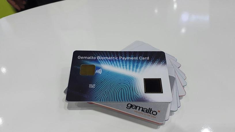 The biometric sensor card is powered by the payment terminal and does not require an embedded battery.