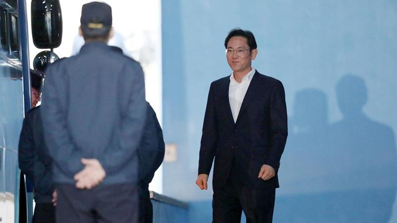 Samsung Group heir Jay Y Lee leaves a court in Seoul, South Korea.