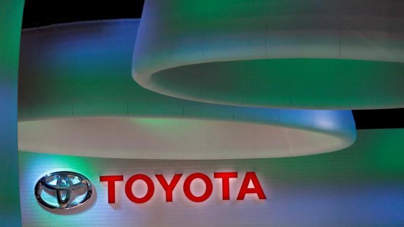 'Talking' vehicles use dedicated short-range communications to transmit data up to 300m.