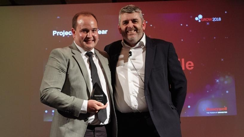 (from left) Kallie van den Berg, Director Coastal at MakeMeMobile receiving the Honeywell Project of the Year award from Darrel Williams, Sales Director EMEA Honeywell Workflow Solutions at an evening banquet in Madrid.