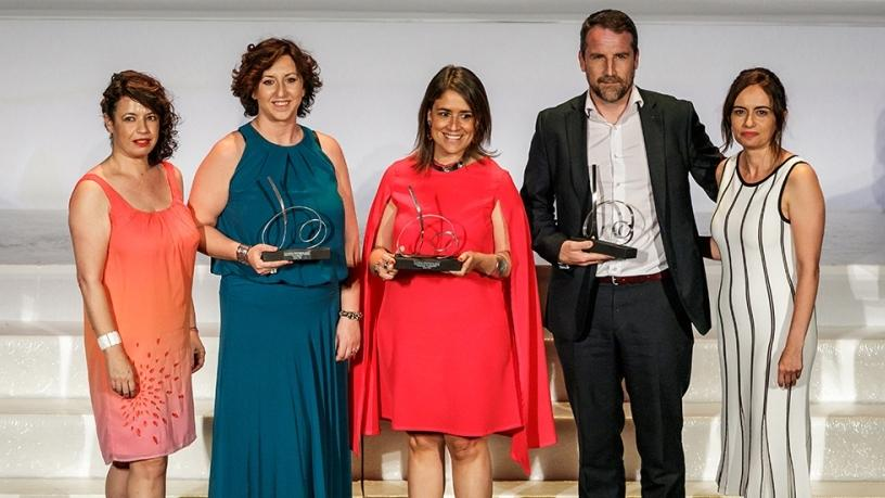 Receiving the award (from left to right) Esperanza Aguado, Editor in Chief of Contact Centre Magazine, Mariam Basauri, Customer Service Director of 'Avoris, Isabel Aceituno, Head of Contact Centre Engineering of Telef'onica and Jose Manuel Clapes, Country Manager for Spain of Enghouse Interactive and Arantza Garcia, Editor in Chief of Contact Centre Magazine.