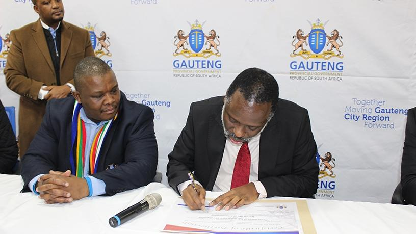 MEC of Gauteng Department of Infrastructure and Development, Jacob Mamabolo; and UJ vice-chancellor, professor Tshilidzi Marwala, sign the MOU.