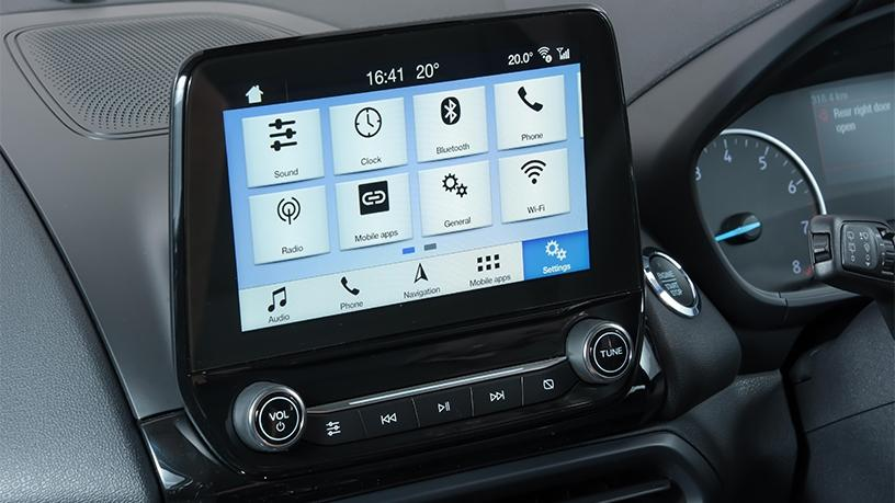 The EcoSport Trend and Titanium models both feature a large-touch screen in the dashboard that syncs with the user's smartphone.