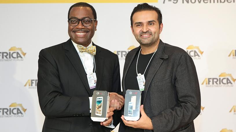 The AfDB president, Akinwumi Adesina and founder of the Mara group, Ashish Thakkar, holds the new smartphone replica that will be produced by SA. (Photo source: AfDB)
